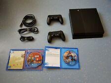 PlayStation 4 mit 2 Controllern und Spielen