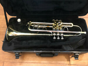 Bach TR500 trumpet with case and Bach 7C mouthpiece! NICE! Gently used!