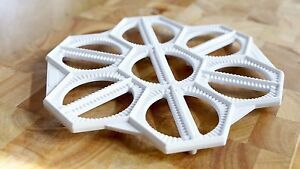 Pierogi / Dumpling Maker White. Makes 14 pierogis L 6cm x W 2.5cm at once.
