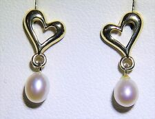 A FINE PAIR OF 9CT YELLOW GOLD HEART DESIGN  PEARL  STUD EARRINGS