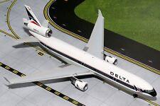 Delta McD Douglas MD-11 N807DE Widget 1/200 scale diecast GeminiJets