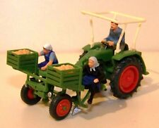 Preiser H0 17935 - Geräteträger mit Kartoffellegemaschine und Figuren - 1:87
