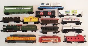 Lot of 14 HO Scale Trains & Engines