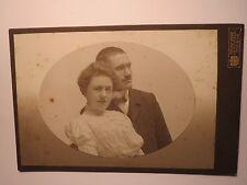Freising - Paar - junge Frau & Mann mit Zwicker und Bart - Portrait / KAB