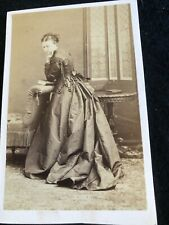 VICTORIAN CDV:LADY IN CRINOLINE DRESS: DISDERI OF PARIS & LONDON