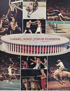 1970-71 Los Angeles FORUM Yearbook MINT Lakers Kings Wilt Chamberlain Jerry West
