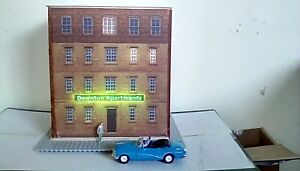 1/48 O scale kit, 4 story Apartment building with LED neon sign.