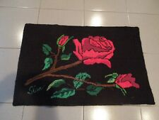 SUPERBE HAND MADE HOOKED CARPET  31'' X 20''  APPROX