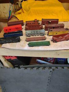 Mixed VINTAGE LOT OF 13 HO SCALE PLASTIC MODEL TRAIN coal CARS log Used