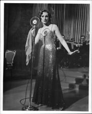 Julie Andrews singing. - 8x10 photo