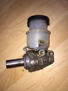 Isuzu Trooper Brake Master Cylinder Fits 92-05 . Excellent Working Condition.