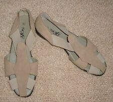 Flat (0 to 1/2 in.) Pull On Solid Sandals & Flip Flops for Women
