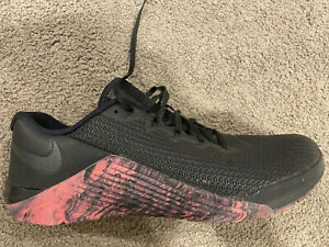 Nike Metcon Athletic Shoes for Men for