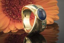 Schmuck Saphir Cabochon Ring mit Smaragd Carrés breit und Massiv in Gold 750