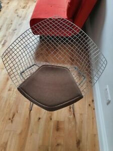 Knoll Bertoia Diamond Chairs. Excellent conditions. Original seat pads.