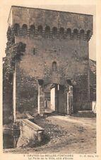 Druyes-les-belles-Fontain es - la porte de la ville, side entry