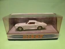 DINKY TOYS DY16-B FORD MUSTANG FAST BACK 1967 - WHITE 1:43 - GOOD IN BOX