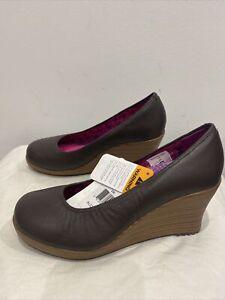 CROCS ladies designer A-leigh Closed round toe wedge heel espresso walnut 6 NWT