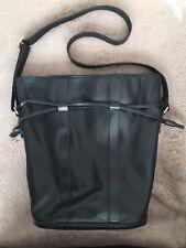 Authentique sac seau en cuir  noir LANCEL  PARIS Ligne «Elsa»