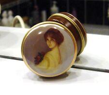 ANCIENNE PETITE BOÎTE A BONBONS  - DECOR FEMME ROMANTIQUE - TRES BON ETAT