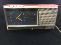 RARE VINTAGE WHITE AND CORAL WESTINGHOUSE CLOCK RADIO H720T5A WORKS! 1950'S-60'S