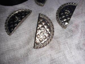 Bouton CHANEL argenté 3cm x 1,5cm