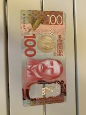 New Zealand 100 Dollars Circulated Polymer Banknote, Good Condition, Dt