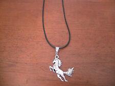 collier caoutchouc noir 46 cm avec pendentif cheval 51x43mm