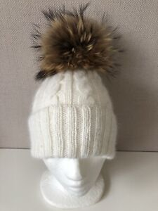 White Cable Handknitted Cashmere Hat With White Fur Pom Pom