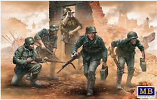 SCALE PLASTIC KIT GERMAN INFANTRY, WWII ERA, EARLY PERIOD 1/35 MASTER BOX 35177