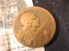Médaille Bronze On ne Passe Pas, signée Vernier. Poilus, Guerre 14/18 Certificat