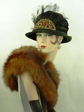 VINTAGE HAT 1918-22 ORIG CLOCHE HAT, DARK GREEN VELVET w FEATHER HALO & APPLIQUE