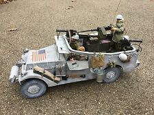1/6 21ST CENTURY US 2ND ARMORED DIV SCOUT CAR+.50 CAL.+CREW WW2 DRAGON BBI TANK