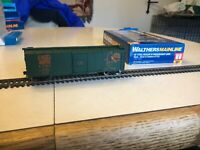 Walthers Mainline HO RTR 40 Steel Boxcar W Dreadnaught Ends, EJ&E