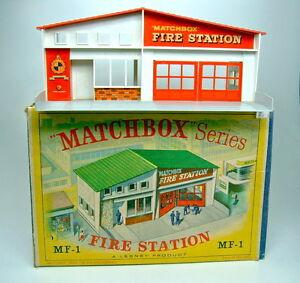 "Matchbox Fire Station MF-1 rotes Dach top in Box mit ""grüner"" Abbildung"