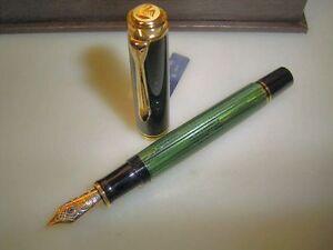 PELIKAN M800 pen, green striated, boxed