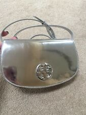NWT *RARE* Tory Burch Jamie Logo METALLIC PATENT Leather Crossbody SILVER MIRROR