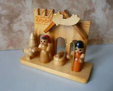 Kleine Miniaturkrippe aus Holz (I) / Volkskunst Erzgebirge ?