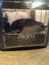 Pinsonic Velvet Plush Comforter. Reversible. New/ In Bag. Queen. 86in x 86in
