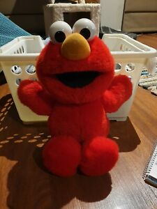 Tickle Me Elmo from 2007 in used conditon working voice and rumble