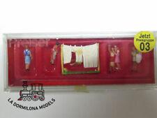 PR 79050 N PREISER 79050 Women Hanging Washing / Tendiendo ropa - NEW (c49)