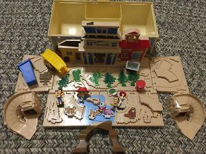 Disney Toy Story Fold Out Toy Wagon Playset Sheriff Station School Woody Jesse