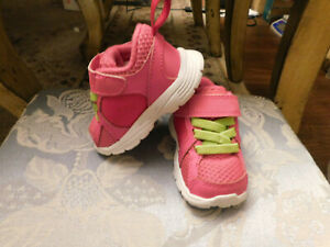 NIKE Athletic Sneakers Hot Pink Neon Green Laces Toddler sz 2 EUC Clean & Sweet!