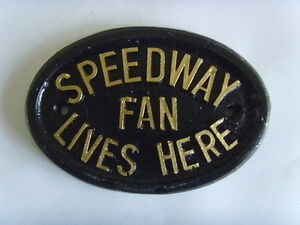 SPEEDWAY FAN  LIVES HERE HOUSE SIGN PLAQUE  BIKE SHED