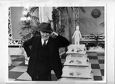 Photo originale Charlie Chaplin anniversaire 77 ans gateau comtesse de Hong-Kong