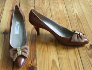 Vtg Rangoni Kabala 9 AA Narrow Brown Leather Large Bow Heels Italy