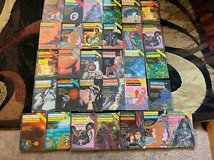 31 Vintage Fantasy And Science Fiction Sci-Fi PULP magazine lot 1950s to 1970s