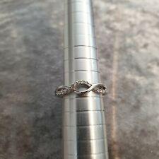 Beautiful twist 15pt diamond 9ct white gold ring - UK size M