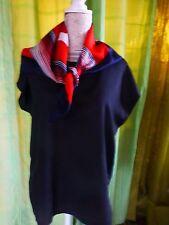 T48 femme  beau  corsage noir  et foulard rouge