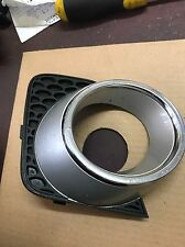 VZ commodore calais berlina HSV driving fog light surround RHS Silver 470G